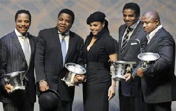 Janet without Michael and Jermaine with BMI 2008 Award